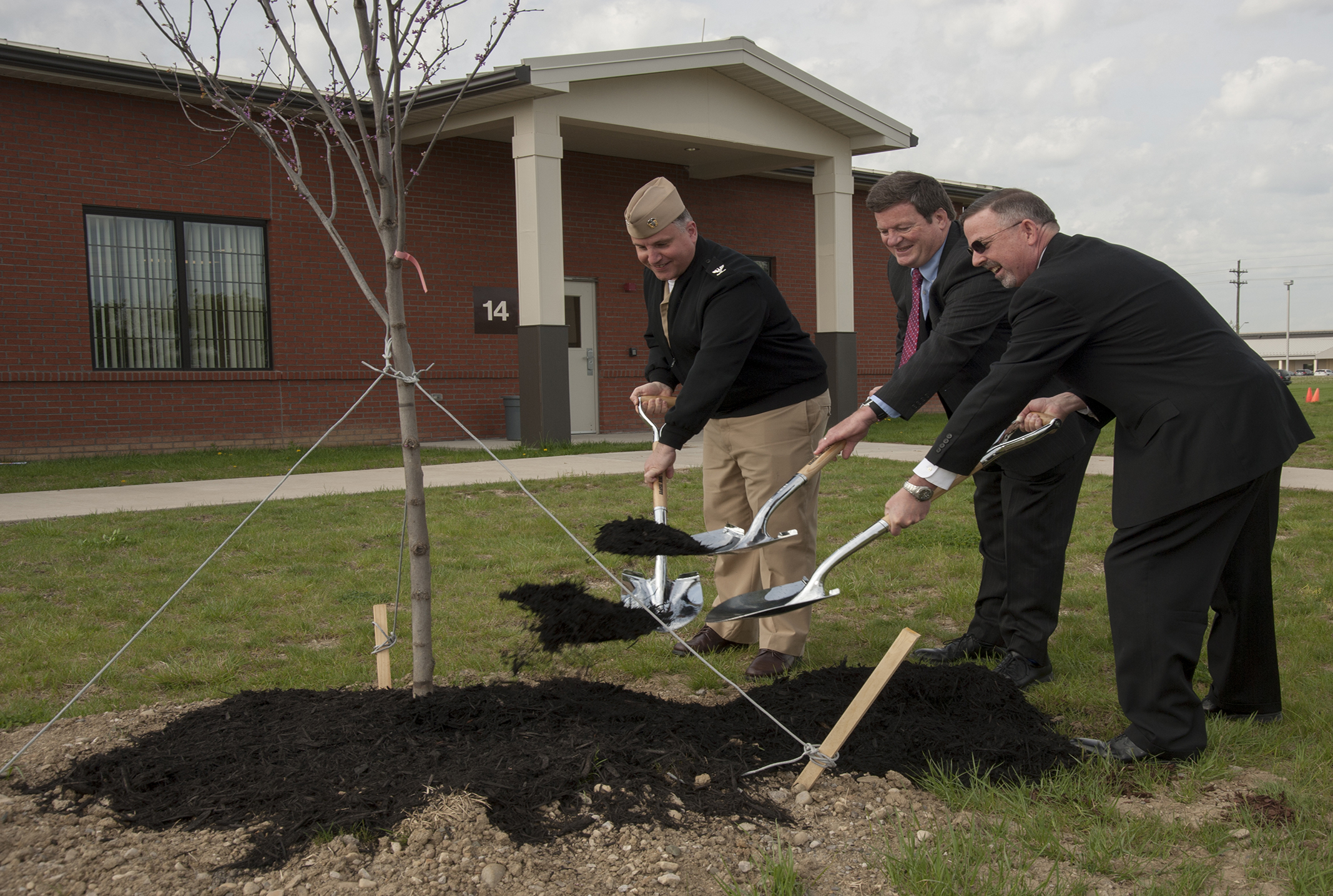 DSCC leaders plant trees for Earth Day