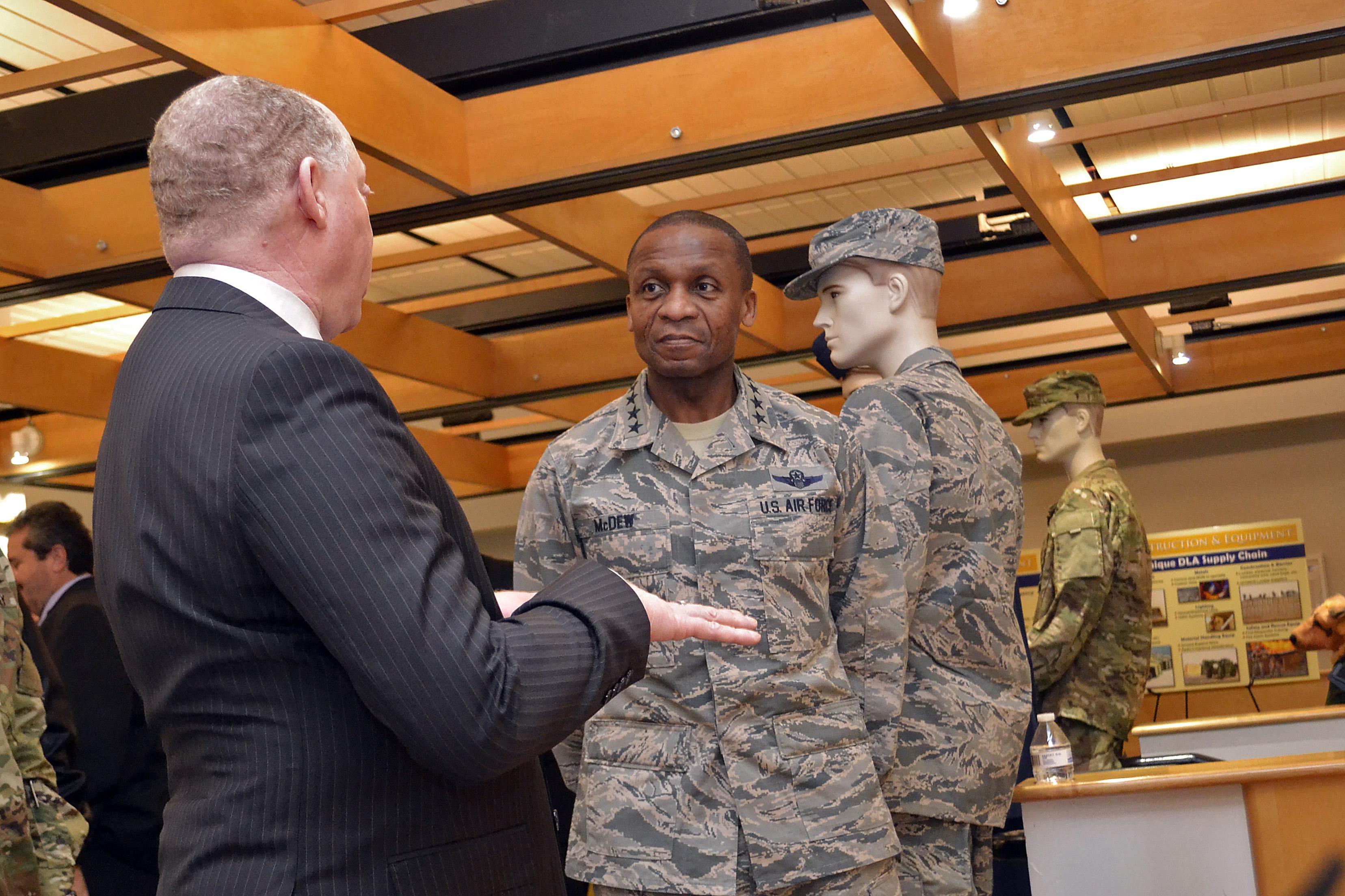 USTRANSCOM commander visits Troop Support