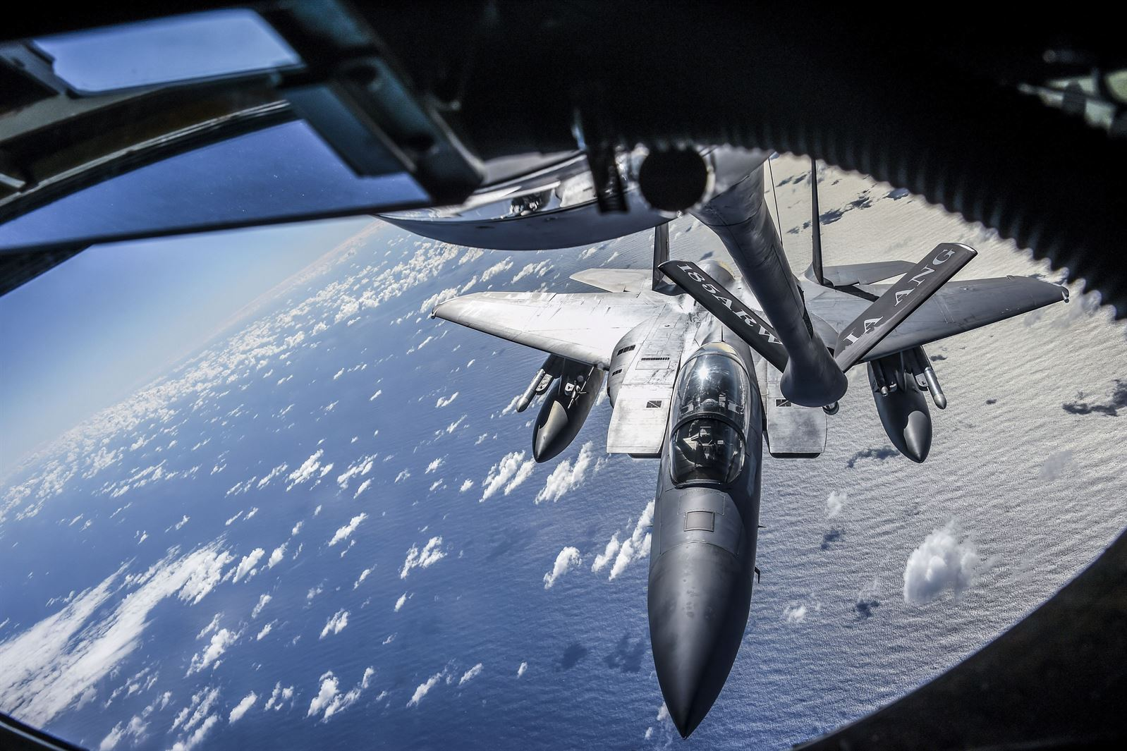 Jet refueling in the air